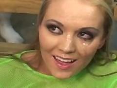 Junaja blondinka gotova poluchit celoe more gorjachej beloj spermy