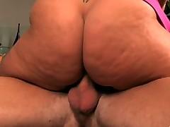 Zrelaja porno aktrisa soblaznila na hardkor svoego uchitelja po muzyke