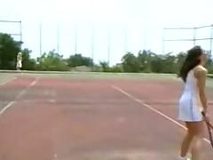 Нежные и романтические лесбийские оральные ласки на теннисном корте