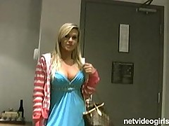 Pyshnogrudaja blondinka prishla probovatsja na s#jomki v porno video