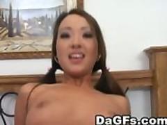 Seks ot pervogo lica s miniatjurnoj aziatochkoj-ljubitelnicej