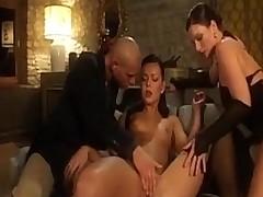 Zharkaja scena chuvstvennogo i hardkorno seksa vtroem