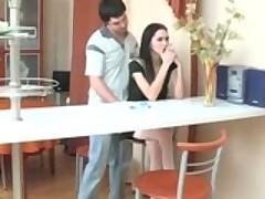 Молодая парочка из России пробует на вкус анальный секс