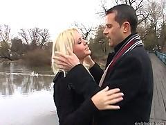 Молоденькой блондинке хардкорно разъебали нежную киску и попочку