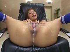 Японской порно звезде нормально так накачали полное дупло