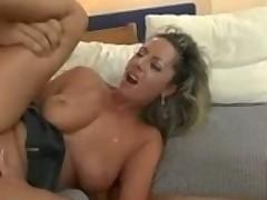 Porno aktrisa Darja s bolshimi siskami i tugimi dyrkami