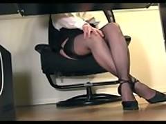 Видеоподборка секретарш мастурбирующих на рабочем месте