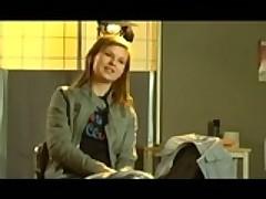 Молоденькая шведская девушка подставляет розовую попку под член
