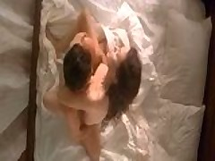 Anzhelina Dzholi i Antonio Banderas postelnaja scena