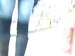 Попки в джинсах - подсмотрено в магазине