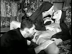 Один мужик и две сексопильные монашки