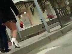 А магаизне заглядываем под юбки