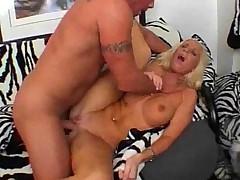 Nu kakaja molodaja porno aktrisa ne ljubit hardkornogo anala