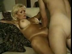 Staraja siskastaja porno zvezda so ocherednym malchikom dlja ebli