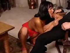 Seksualnuju i gorjachuju porno model ottrahali v srednevekovom zamke