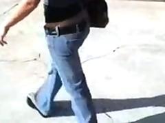 Strastnaja i gorjachaja parochka trahaetsja v avtomobile na kameru