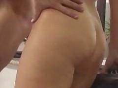 Zreluju porno aktrisu hardkorno i zhestko zadolbili v ochko v vanne
