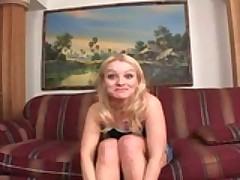 Молодая блондинка и её дырки познакомились с двумя черными хуями