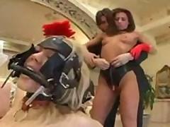 Порно звезде и её заднице выпало немало хардкорных испытаний