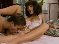 Grudastaja porno zvezda Anita Blond v posteli so svoim uhazherom