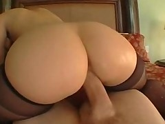 Латинская порно актриса со своей шикарнейшей большой жопой