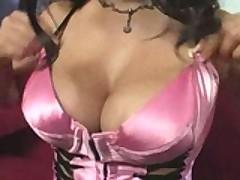 Знойная латинская порно-звезда уже готова упасть на член
