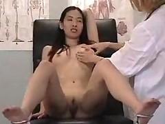 Молодая азиаточка попала на прием к необычному гинекологу