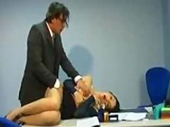 Sekretarshu vyebali v pizdu i zhopu prjamo na stole v ofise