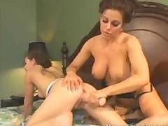 Mama + dochka + gora vibratorov  nenasytnaja lesbijskaja orgija