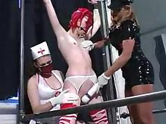 Djavolskie medsestry-lesbijanki zamuchili svoju podruzhku