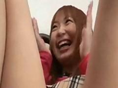 Юную скулящую японочку нашпиговали кучей жужжащих вибраторов