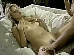 Vintazhnoe lesbo porno so znamenitymi mohnatkami togo vremeni