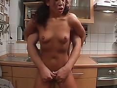 Молодые трахаются на кухне