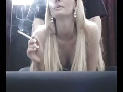 Блондинку раком трахает бойфренд