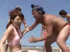 Японские сучки дурачатся на пляже