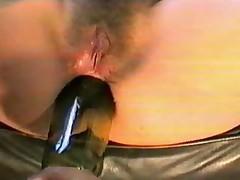 Беременная засунула в жопу бутылку