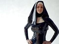 Секси герл в кожаной униформе