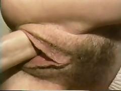 Секс с аппетитной мамкой на кухне