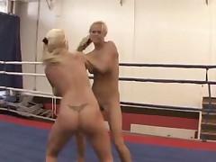 Блондинки выясняют отношения