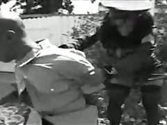 Полиция отсасывает у нарушителей и дает в попу