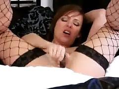 Интенсивный оргазм красивой зрелой дамочки
