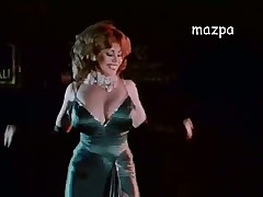 Ретро видео красивой дамы танцующей стриптиз