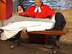 Фистинг для извращенной монашки