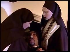 Монашки делают все своими игривыми язычками
