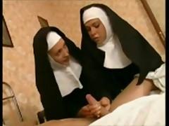 Две монашки лесбиянки в монастыре
