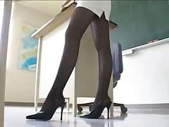 Под юбочкой в школе