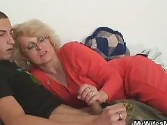 Жена застала мужа трахающего соседку бабулю