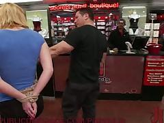 Агрессивный публичный секс