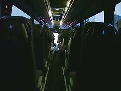 Masturbacija v zadnej chasti avtobusa