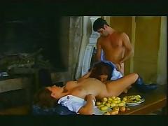 Dvoe studentov trahajut prepodshu v anal